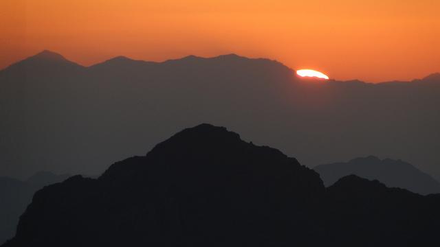 EARTH Dawn_Mt_Sinai_Richard_White_Flickr