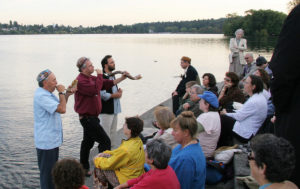 Shofar Blowers during Tashlich at Green Lake for Congregation Eitz Or, Seattle. Photo by Joe King via Flickr